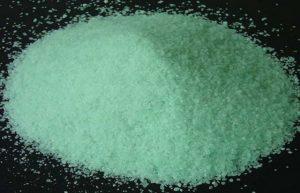 Железный купорос или сульфат меди используется, как профилактическое средство против болезней и вредителей растений.
