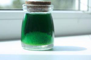 В зависимости от концентрации раствор железного купороса имеет зелёную окраску разной интенсивности.