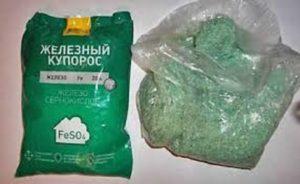 Железный купорос – это кристаллы ярко зеленого цвета. В продаже есть упаковки от 1 кг до 50 кг.