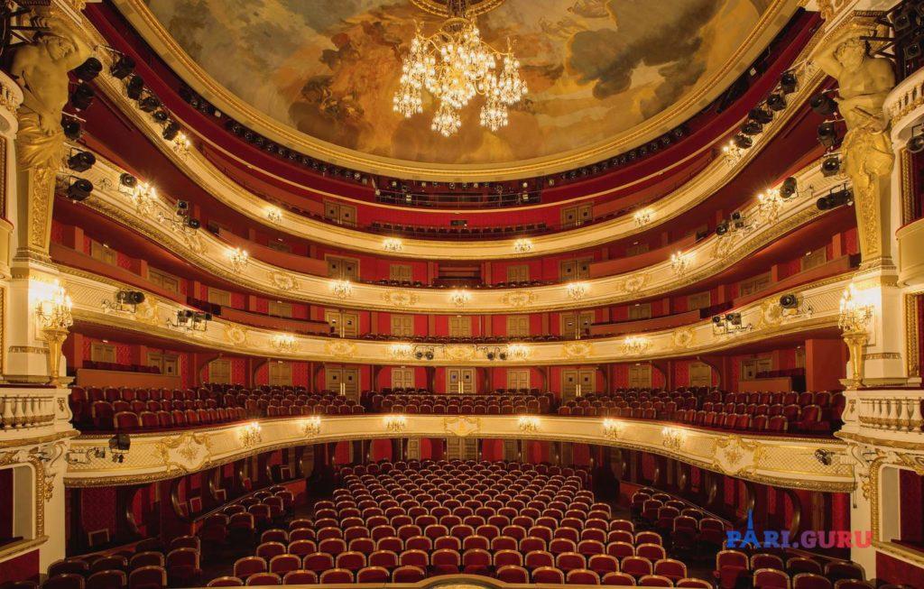 Театр внутри
