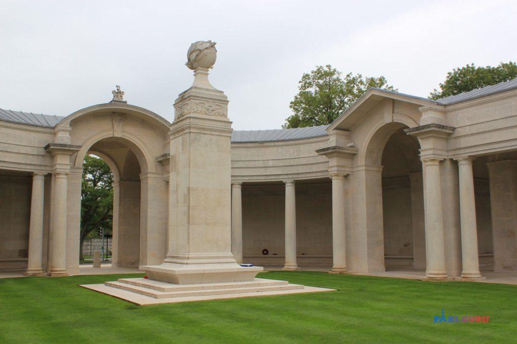 Мемориал на военном кладбище