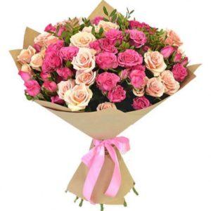 Крафт - бумага – это прочная и оригинальная упаковка для роз.