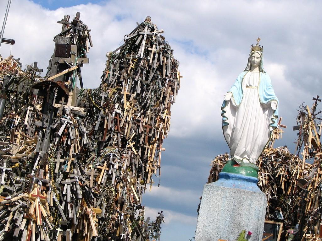 Необыкновенное место – Гора Крестов в Литве