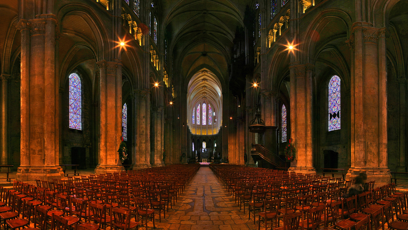 Запоминающаяся архитектура замка Мон-Сен Мишель во Франции