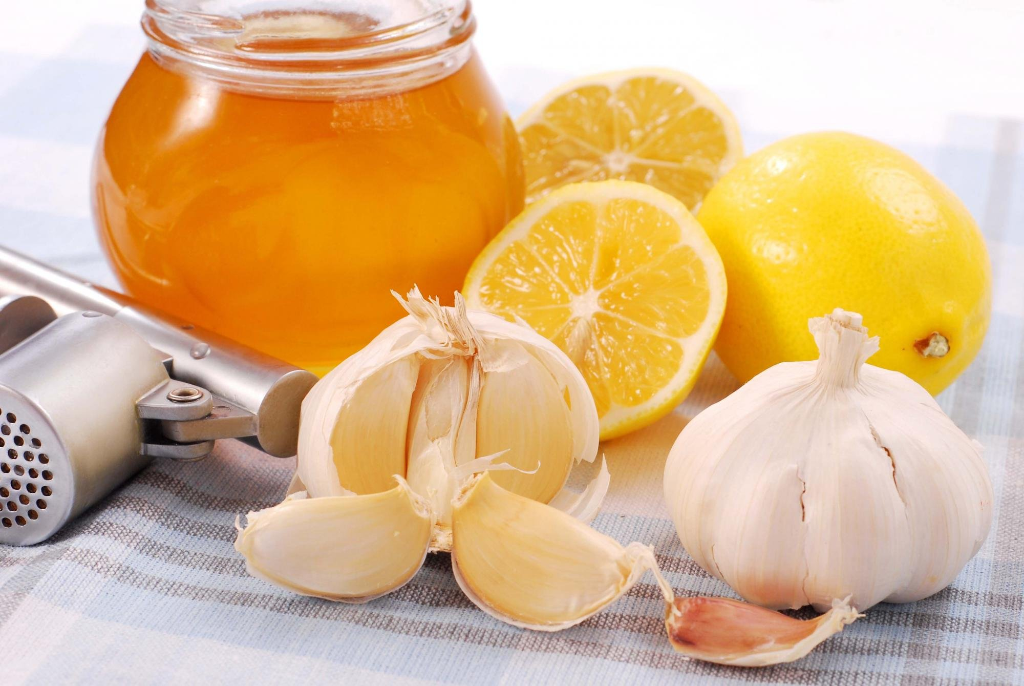 Мёд с чесноком натощак для похудения и укрепления здоровья